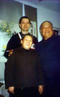 Em foto com o grão mestre Yang Zhen Duo e esposa na viagem a China em 1996.